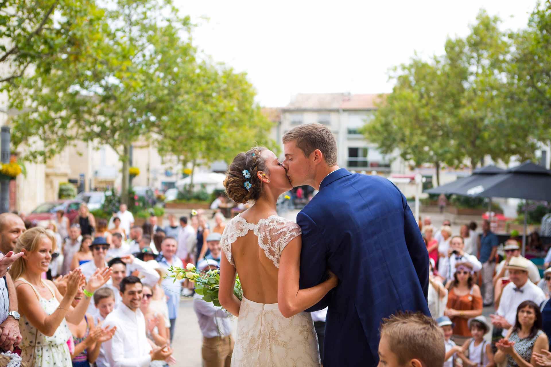 Mariage pres de Montpellier Beziers , sortie d 'Eglise